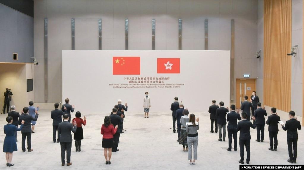 香港政府发布的照片显示,特首林郑月娥在政府中心听取香港政府官员效忠港府的宣誓。(2020年12月16日)(photo:VOA)