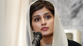 Pakistan's Foreign Minister Hina Rabbani Khar speaks during a press conference in Kabul, Afghanistan, February 1, 2012.