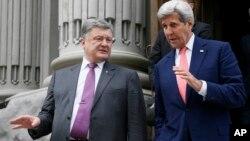 Петро Порошенко і Джон Керрі після зустрічі в Києві 7 липня, 2016