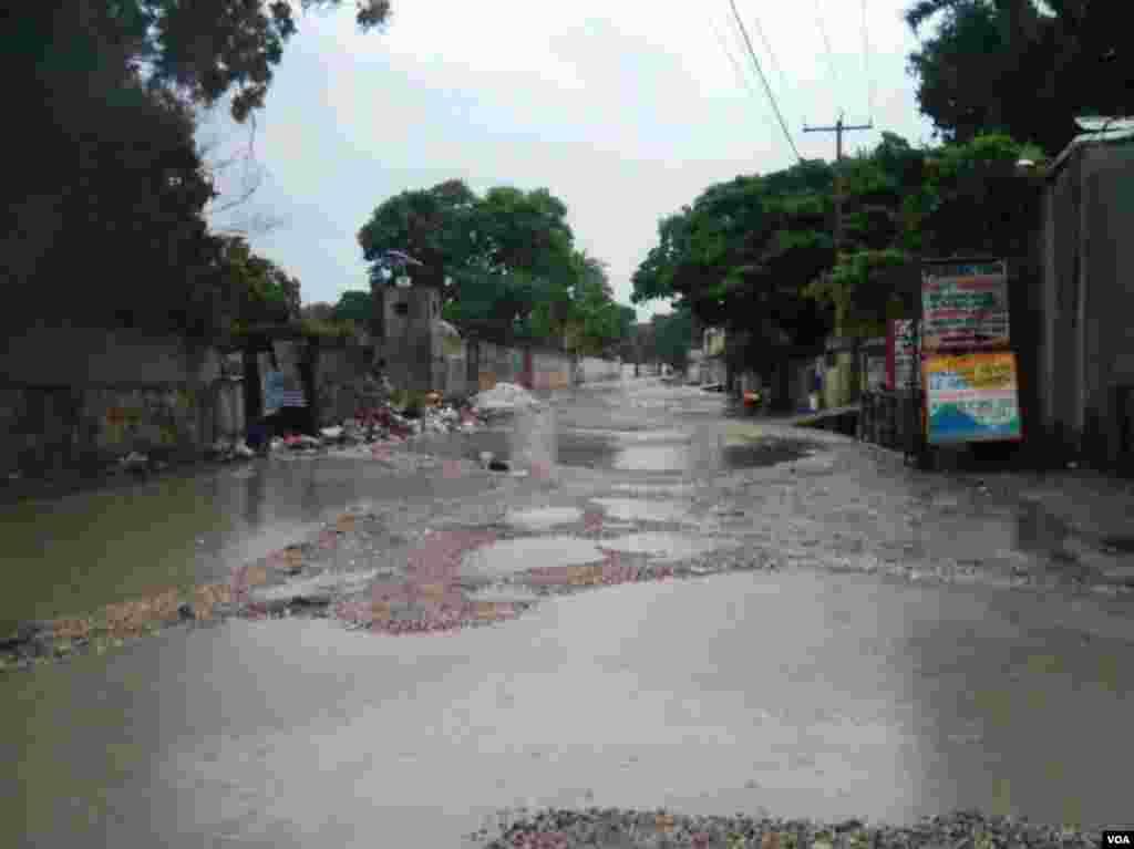 Decenas de calles quedaron inundadas en los alrededores de Puerto Príncipe.