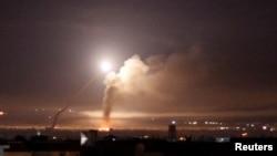 Raketna vatra viđena iz Damaska, Sirija, 10. maja 2018.