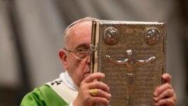 Vatikan: Analizë e mësimeve katolike mbi familjen