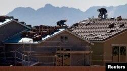 Techando casas en el valle de Las Vegas, Nevada, una de las ciudades estadounidenses donde más ha aumentado el precio de la vivienda.