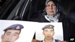 被伊斯蘭國激進分子抓獲的約旦飛行員的照片