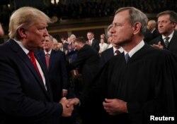Trump ve Anayasa Mahkemesi Başyargıçı John Roberts