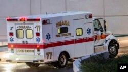 En la imagen, el momento en que Rick Sacra era trasladado a un centro asistencial para ser tratado por ébola.