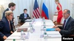 美國國務卿克里週五與俄羅斯外長拉夫羅夫在日內瓦會談。
