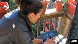 Kristijana Areta iza svoje kuće u američkoj prestonici jednom dnevno obrće specijalnu kantu kako bi napravila veštačko đubrivo