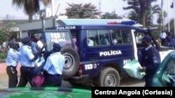 Polícia prende manifestantes em frente à TPA