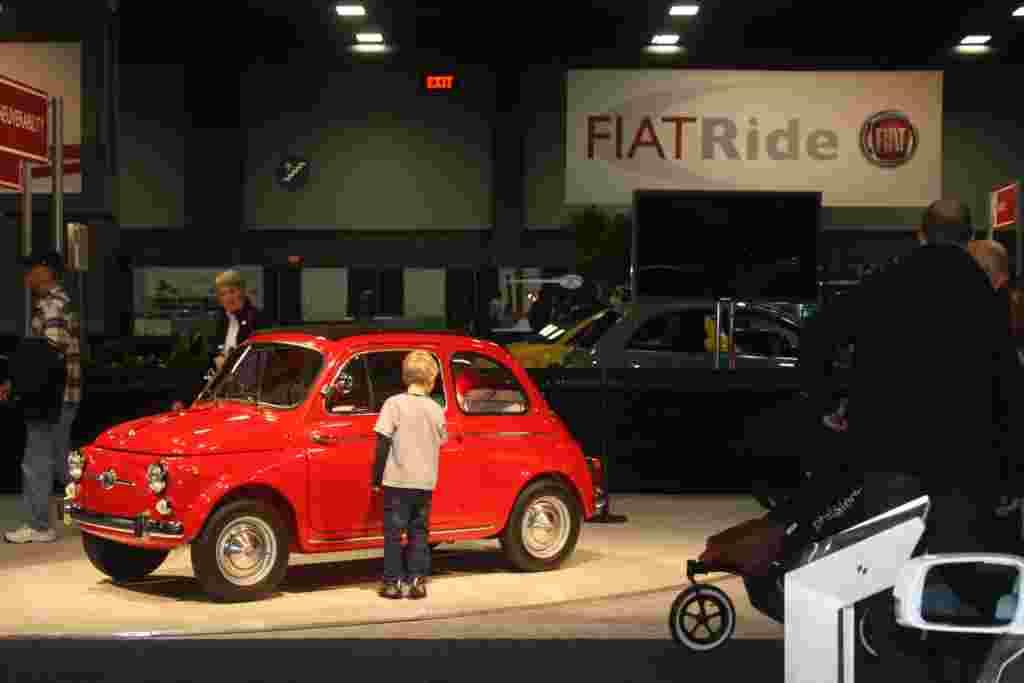 El Centro de Convenciones de Washington dio inicio a una nueva versión de la Feria del Automóvil, acto que atrae la atención de gente de todas las edades