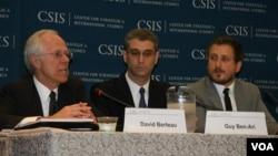戰略與國際研究中心發布亞洲國防支出報告 (最右邊為霍夫鮑爾)(美國之音記者 鍾辰芳拍攝)