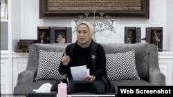 "Bupati Karawang, Cellica Nurrachadiana dalam sebuah diskusi daring bertema ""Perempuan sebagai Kepala Daerah: Pola Kepemimpinan dan Kebijakan"", Selasa 25 Agustus 2020. (Tangkapan layar)."