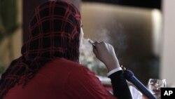 Melalui program ini 'Ramadan Buddy' atau Teman Ramadan, organisasi penulis perempuan muallaf AS (MWA) mengimbau para muslim agar berhenti merokok (foto: Dok)..