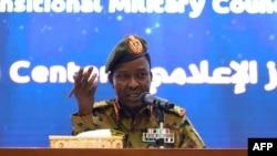 Le porte-parole du Conseil militaire de transition soudanais, le lieutenant général Shamseddine Kabbashi, lors d'une conférence de presse à Khartoum, le 7 mai 2019.