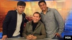 Pencari bakat Indonesia Benny Simanjuntak (tengah) dan Adam Berg (kanan), produser kondang peraih Grammy.