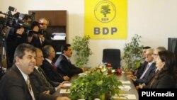 Şandeya YNK'ê li Parlemana Tirkîyê serdana BDP'ê dike