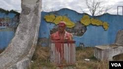 სტალინის შეღებილი ძეგლი ჩოხატაურში