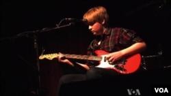 William Harries Graham plays at SXSW 2013. (VOA/G. Flakus)