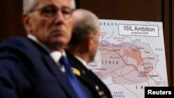 美国国防部长哈格尔(前)与参谋长联席会议主席邓普西将军注视着一张显示伊斯兰国企图扩张的地图,当时他们在参议院军事委员会有关美国对伊拉克和叙利亚政策的听众会上作证。