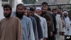 Các tù nhân Taliban.