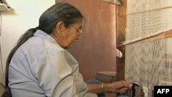 Indijanci iz plemena Navaho stotinama godina tkaju ćebad