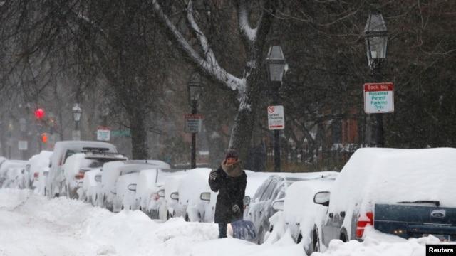 Las autoridades de Nueva York han puesto en marcha un amplio plan para responder al mal tiempo y contarán con más de 1.800 máquinas quitanieves y 126.000 toneladas de sal.