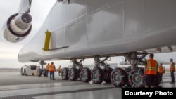 To support its huge size and weight, Stratolaunch has 28 wheels. (Stratolaunch Systems)