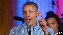 Барак Обама выступает во время празднования Дня Независимости в Восточной комнате Белого дома. Вашингтон, 4 июля 2016,