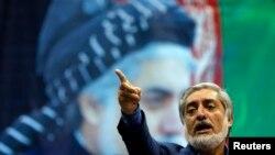 Capres Afghanistan Abdullah Abdullah berbicara di hadapan ribuan pendukungnya di Kabul, Selasa (8/7).