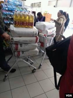 Ljudi prave zalihe hrane, Banjaluka, 16. mart 2020.