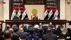 이라크 의회가 5일 긴급회의를 열어 이라크에 주둔 중인 외국군대를 철수시키도록 하는 결의안을 채택했다.