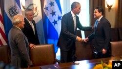 Presiden AS Barack Obama dan para pemimpin Amerika Tengah dalam pertemuan di Gedung Putih (25/7).