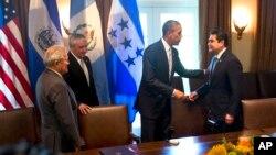 Từ trái: Tổng thống El Salvador, Tổng thống Guatemala, Tổng thống Hoa Kỳ và Tổng thống Honduras sau cuộc họp ở Tòa Bạch Ốc, 25/7/2014.