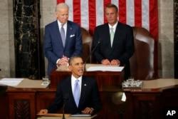 美国总统奥巴马做2014年国情咨文报告,身后是拜登副总统和众议院议长贝纳