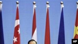 中国总理温家宝10月21日在广西举行的第八届中国与东盟商务和投资峰会上发表讲话