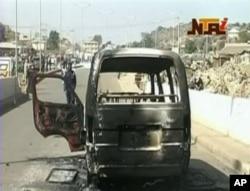 Epave d'un minibus incendié à Jos