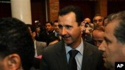 叙利亚总统阿萨德(中)