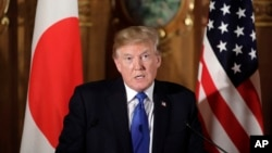 Tổng thống Donald Trump phát biểu trong cuộc họp báo chung với Thủ tướng Shinzo Abe tại Dinh Akasaka ở Tokyo ngày 6/11/2017.