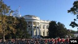 Sekitar 15 ribu tamu undangan ikut menghadiri acara penyambutan Paus Fransiskus di halaman Gedung Putih hari Rabu (23/9).
