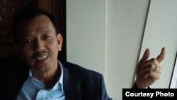 Ông David Dương trả lời phỏng vấn (ảnh Bùi Văn Phú)