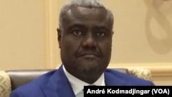 Moussa Faki Mahamat, chef de la diplomatie tchadienne, à N'Djamena, le 21 octobre 2016. (VOA/André Kodmadjingar)