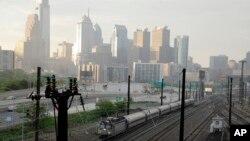 Panel Kongres Amerika yang didominasi faksi Republik, pekan lalu (05/13) menyetujui pengurangan besar-besaran anggaran Amtrak, hanya beberapa jam setelah kecelakaan kereta mematikan di Philadelphia (Foto: ilustrasi).