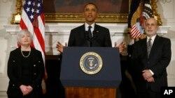 El presidente Obama destacó la nominación de Janet Yellen a su izquierda en la foto y elogió al saliente presidente de la FED, Ben Bernanke, ubicado a la derecha.