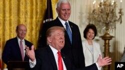 川普总统18号在国家太空委员会会议上讲话时谈到移民政策