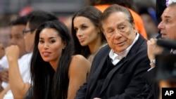 美國NBA職業籃球隊快艇隊老闆斯特林和他的女友。(資料圖片)