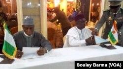 Ministan tsaron Nigeria Mansur Dan Ali da shugaban kasar Niger Mahamadou Issoufou