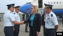 美國空軍部長詹姆斯2016年8月21日抵達菲律賓訪問( 菲律賓空軍照片)