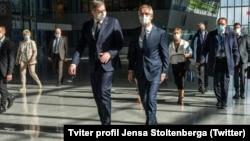 Jens Stoltenberg (D) i Aleksandar Vučić (L), u sedištu NATO-a u Briselu (Foto: Tviter profil Jensa Stoltenberga)