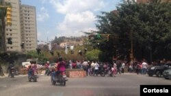 Algunas vías del este de la capital venezolana amanecieron bloquedas por manifestantes (Foto: La Patilla).