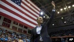Prezident Obama Sinsinnati shahrida saylovchilar bilan uchrashmoqda, 4-noyabr, 2012-yil.